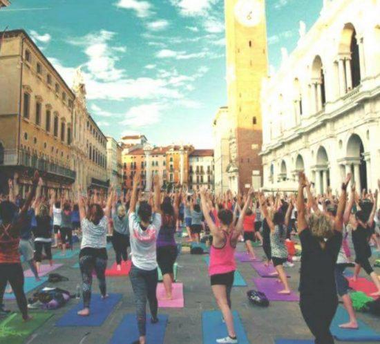 Giornata mondiale dello yoga a Vicenza, organizzato da Yoga Institute